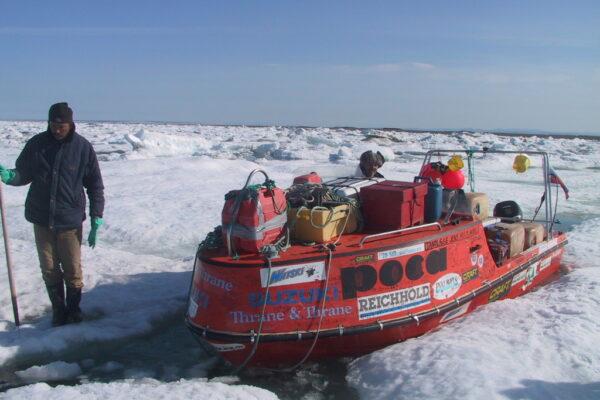 Rundt om Ishavet i åben båd